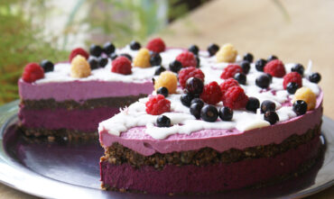 Tort Raw Vegan de Coacaze Negre si Zmeura Salbatica